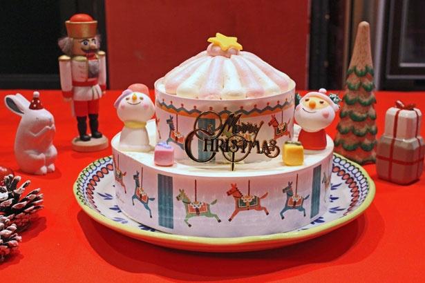 クリスマスマーケットのメリーゴーランドをイメージした「ハッピーメリーゴーランド(5号)」(3800円)。別添えのイチゴをトッピングして楽しめる