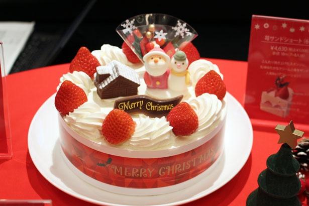 創業当時から販売している、定番のクリスマスケーキ。クリーム、イチゴ、スポンジのバランスが絶妙!「苺サンドショート」(6号/5000円)