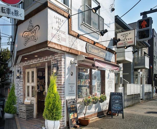 究極のホームメイドアップルパイを提供する、GRANNY SMITH APPLE PIE&COFFEE 三宿店