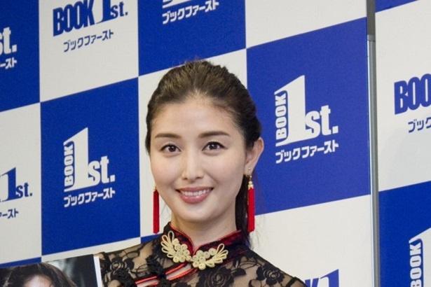 橋本マナミが写真集「#びちょびちょ」の発売イベントを行った