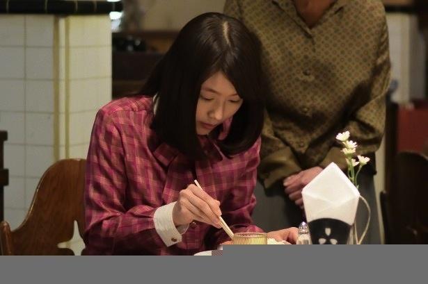 5月13日の第36回より。みね子は初任給を持って、すずふり亭を訪れた