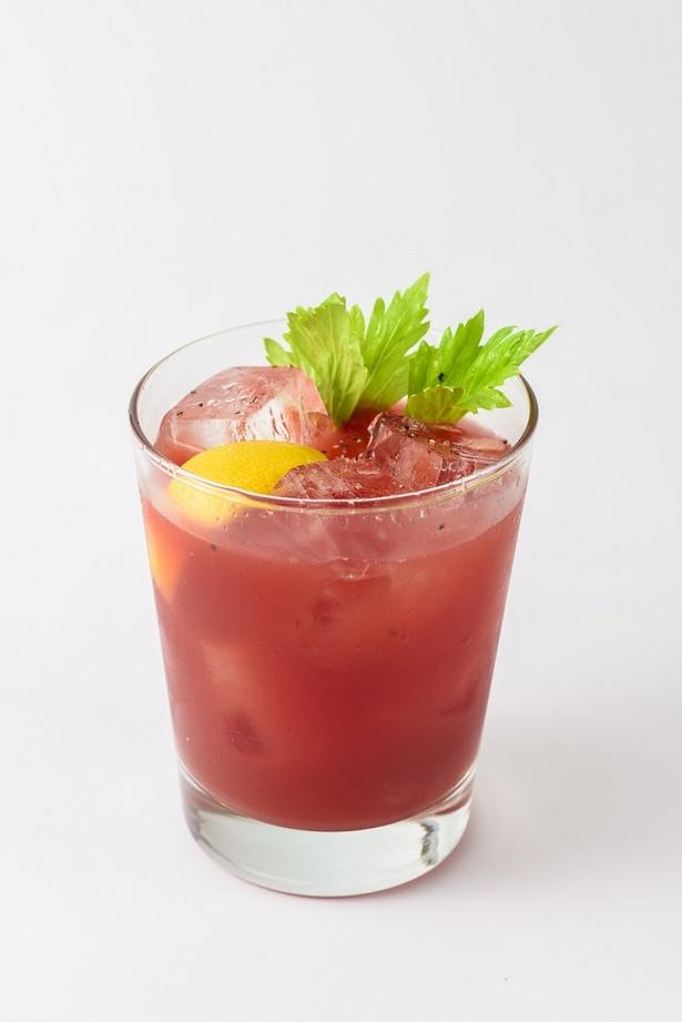 SPICY BLOODY CAESAR/スパイシーブラッディシーザーは、青唐辛子を漬け込んだ自家製ウォッカと、クラマトジュース(ハマグリエキスの入ったトマトジュース)で割ったカクテル。