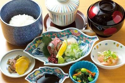 「をり鶴定食」(1080円)/をり鶴
