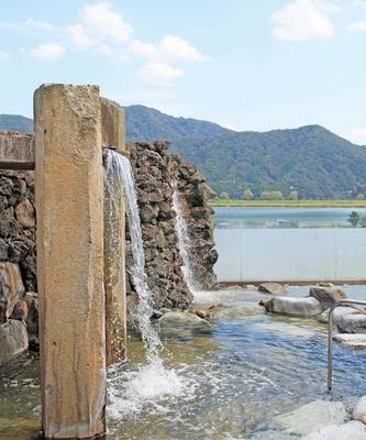 和風タイプの露天風呂/駅舎温泉 さとの湯