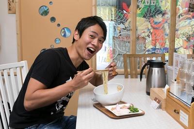 「マイルドな味わいのスープは、やさしく胃袋にしみわたります」と、横山アナ/麺物語 つなぐ