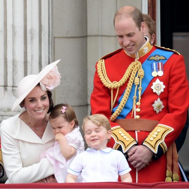 【写真を見る】幸せオーラが眩しい!ご一家勢揃いでジョージ王子も楽しそう