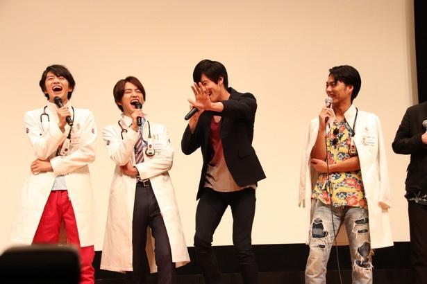 夏映画の運動会シーンについて、岩永徹也(左から3番目)は「大玉転がしとかやってみたかった!」と語った