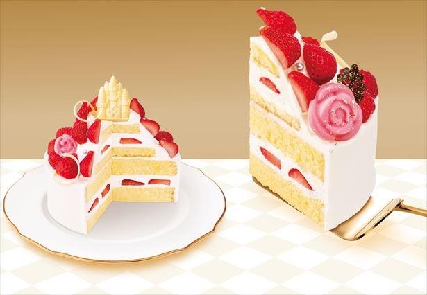 スポンジ4段重ね&たっぷりな苺2段で贅沢なケーキ