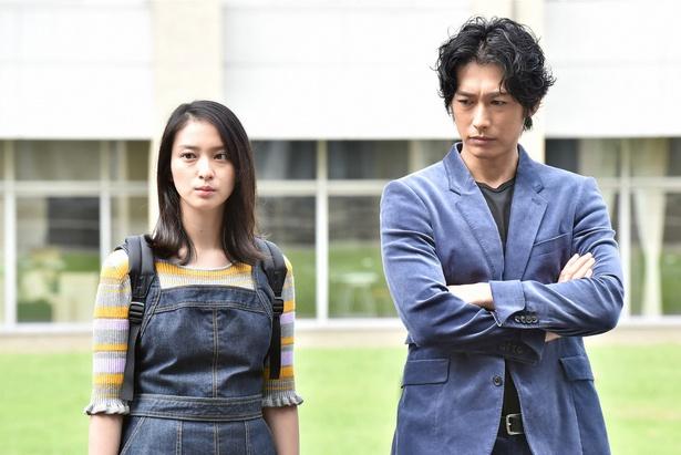 脅迫のプロ・千川(ディーン・フジオカ)はお人好しの女子大生の澪(武井咲)と出会う