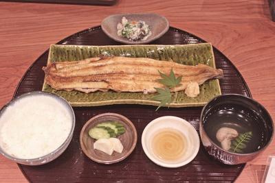 「四代目菊川」の白焼き一本定