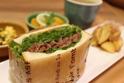 肉とレタスのハーモニーがたまらない!「YUZU Cafe」のローストビーフサンド