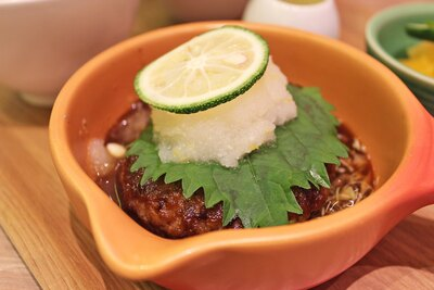 「YUZU Cafe」の和風柚子おろしハンバーグは、単品で880円。ご飯またはライスなどがつくセット(和風柚子おろしハンバーグプレート)は1480円