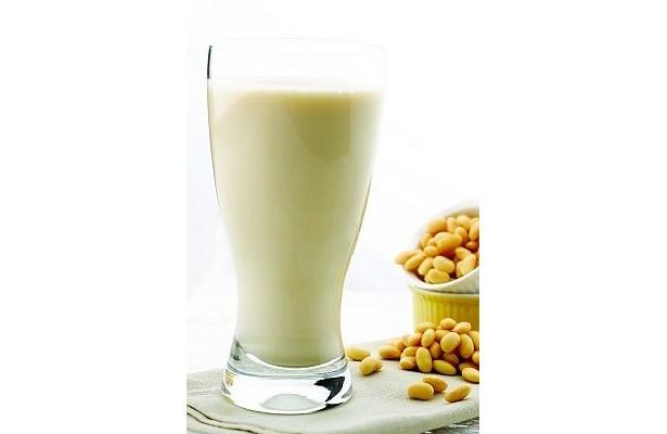 豆そのままの味を楽しめる「Mr Bean」の絞りたて豆乳「クラシック」(150円) ※実際のパックは写真と異なります