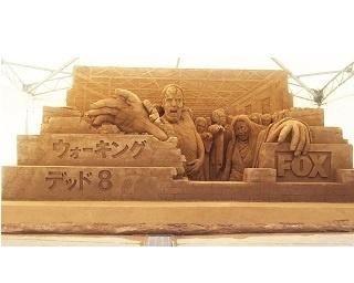 鳥取砂丘にゾンビ襲来!?『ウォーキング・デッド』砂像お披露目