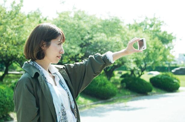 スマートフォン用アプリ「AR高槻城」をダウンロードしてかざすと、かつての高槻城の風景が