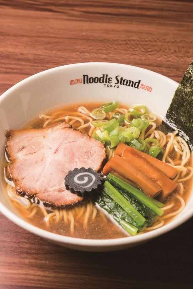 黒いナルトをのせ、千葉県沖の黒潮を表現した「KUROSHIO煮干ラーメン」(醤油、850円)