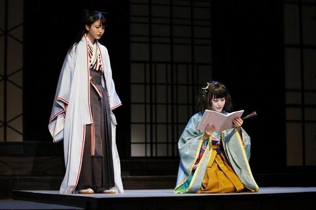 物語の語り手のひとり・汐寝(しおね)役の久保史緒里(左)はセリフ量が膨大!
