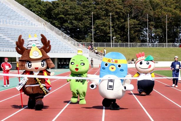 最終レースは、大多喜町シンボルキャラクター・おたっきーとのデッドヒートを成田市特別観光大使・うなりくんが制した