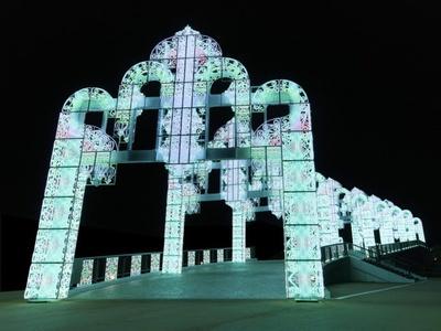 100万球の電飾を使ったイルミネーションアーチ「幸運のレインボーアーチ」