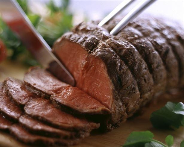 XROSS CASA(クロスカーサ)新宿東口店は、10月6日から2018年1月31日(水)まで、肉食女子に1290円で「ヘルシーステーキ食べ放題」を提供!