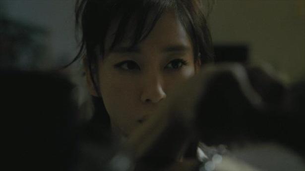 水川あさみさんが1人4役を演じる