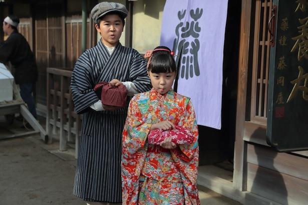 第1週では、てんを新井美羽、風太を鈴木福が演じた