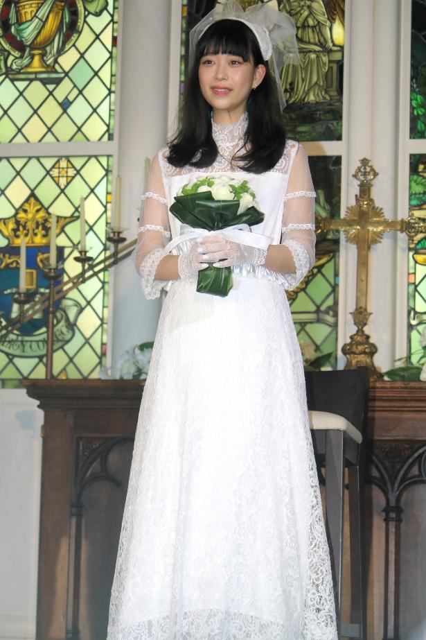 【写真を見る】森川葵、ウエディングドレス姿の全身ショット