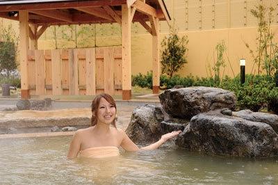 木の湯の露天風呂