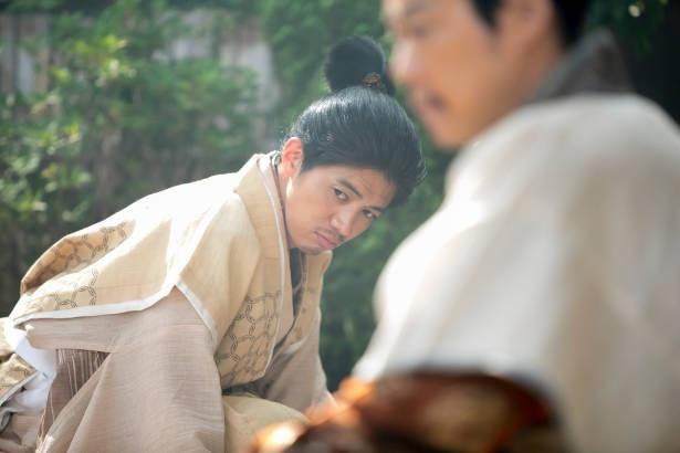 【写真を見る】常慶は、虎松(菅田将暉)が井伊を名乗ったことに大きな衝撃を受ける。そしてその後、隠されていた感情が表に出るように