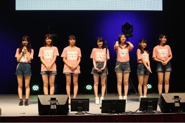 Juice=Juiceのリーダー・ゆかにゃ(宮崎由加、左から1人目)は、「皆さんと一緒に、最後まで楽しみたいです!」と語った