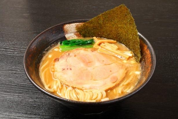 「麺座 かたぶつ」の「らーめん」(730円) 煮干し濃度:★★★★