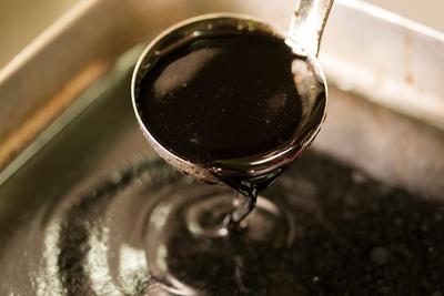 たまり醤油をベースにみりんなどで味を調整した醤油ダレ/麺屋 丈六