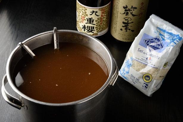 塩ダレはフランス産のゲランドの塩をはじめ、独自にブレンド/ラーメン にっこう