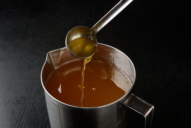 鶏の旨味があふれるスープを引き立てるのは仕上げに使う鶏油/ラーメン にっこう