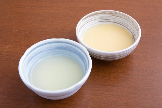 自家製の調味油。右が鶏油、左が鴨油