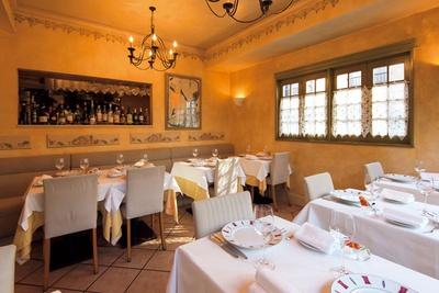 六本木ヒルズ裏にあるブル ゴーニュを中心に400種以上のワインがそろう一軒家風レ ストラン