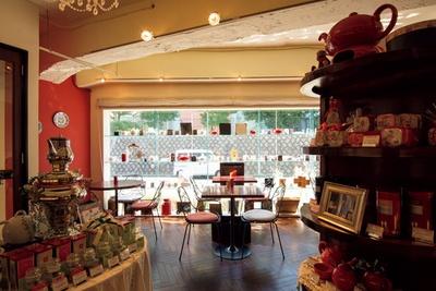 店内にショップが併設され、デンメアの茶葉も買える