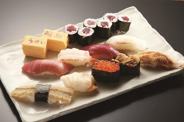「うまい鮨勘」の特上にぎり2280円。築地限りの超お得メニューで、絶対に食べておきたい
