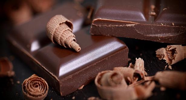 【写真を見る】攻めの間食に取り入れたい低GIの「ビターチョコレート」
