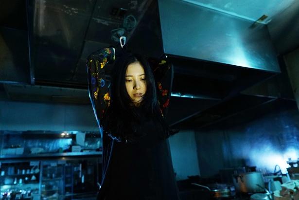 【写真を見る】吉高由里子が殺人犯の美紗子を怪演!(『ユリゴコロ』)