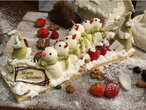 ふわふわの雪だるまケーキ「スノーマン」(4860円)