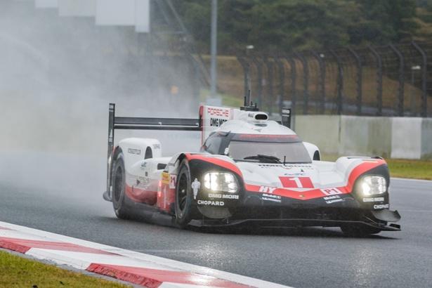 トヨタのライバルで、昨年のチャンピオンである「ポルシェ」1号車