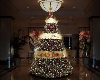 JRゲートタワー1階エントランスのクリスマスツリー