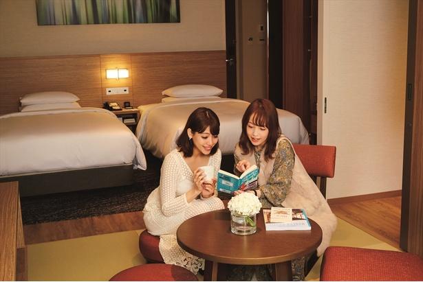 和洋室タイプでゆったりくつろげる温泉露天風呂付 プレミアルーム。 / 軽井沢マリオットホテル