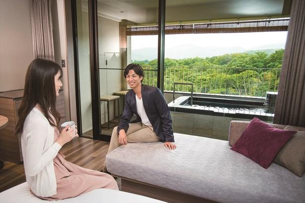 客室のテラスには日本百名湯の1つ、修善寺温泉を引いた露天風呂がある / 伊豆マリオットホテル修善寺