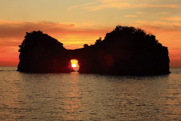 太平洋に沈む夕日を眺めに、円月島へ。ホテルからは車で約5分
