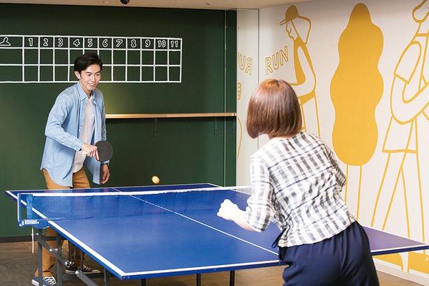 卓球エリアのポップなは姉妹アーティストとして人気のSTOMACHACHE.の手によるもの/ 富士マリオットホテル山中湖