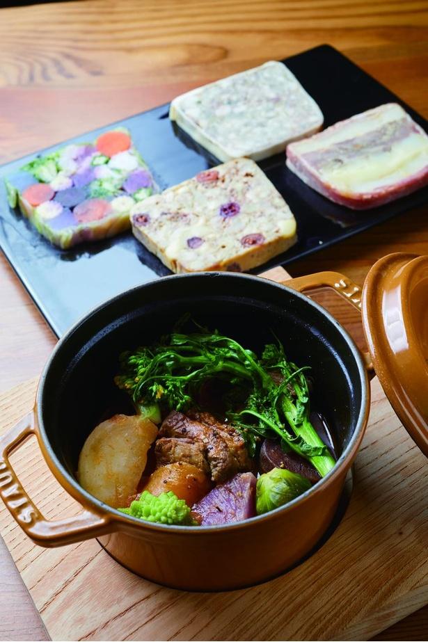 「ビストロ アンパサンド」のランチの一つ、仔羊肩肉の煮込み。前菜のテリーヌは種類豊富で目移りしそう!