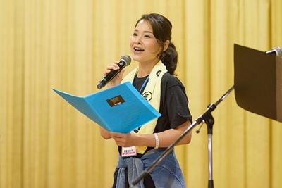 声優だけでなく、舞台女優としても活動中の甲斐田裕子