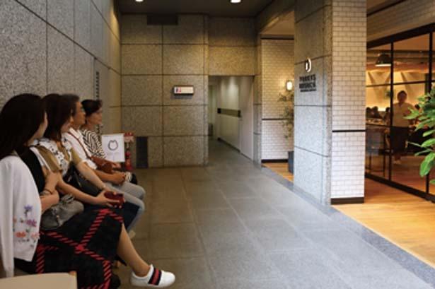 平日、休日を問わず、12時30分~15時ごろまではつねに満席状態/YORKYS BRUNCH 神戸元町店